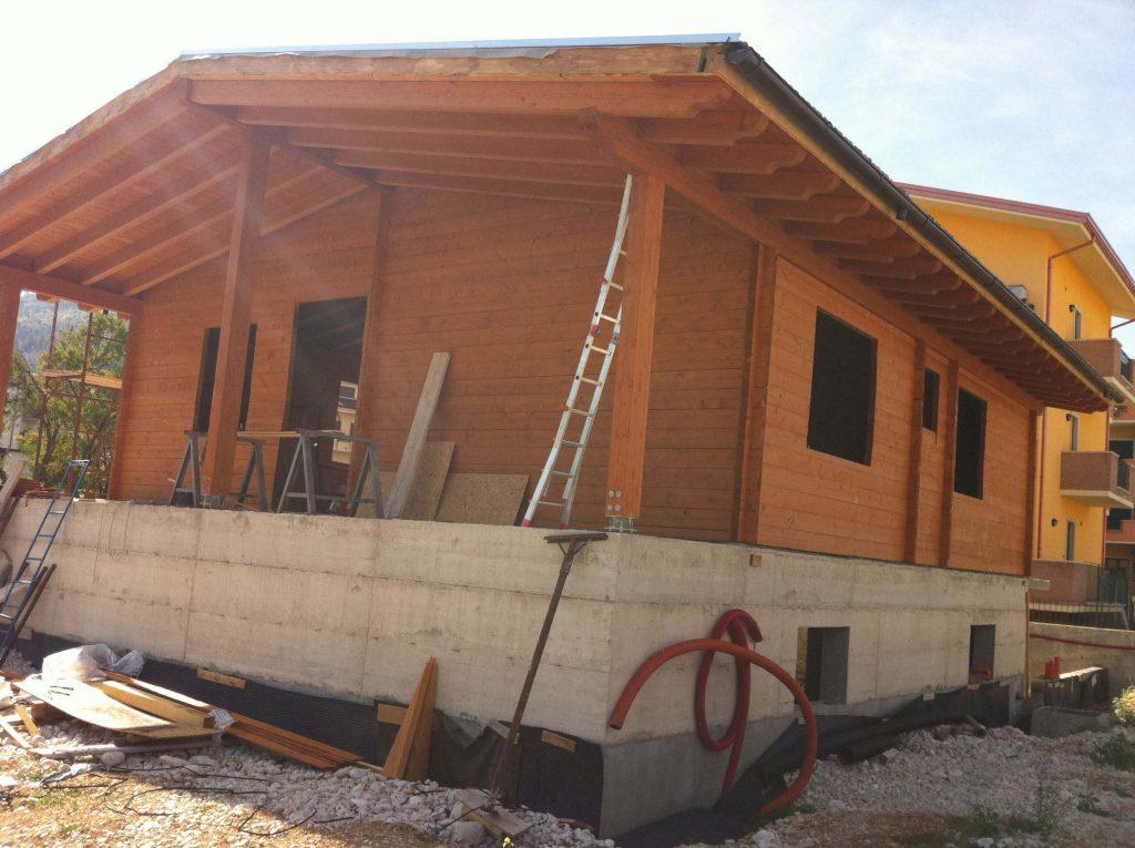 Casa blockhaus asso strutture for Xlam prezzo