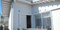 Terrazzo Casa con Tetto in Lamellare Bianco